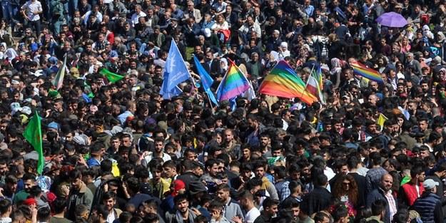 LGBT VE PKK PAÇAVRALARI AÇTILAR! TAŞKINLIK YAPAN GRUBA MÜDAHALE