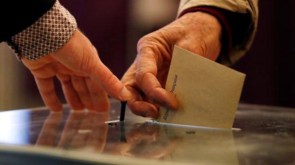 Liderlerin oy kullandığı sandıklardan bakın kim birinci çıktı?