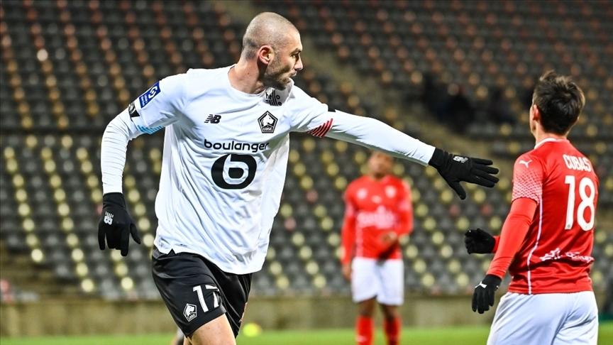Lille, Burak Yılmaz ve Zeki Çelik'in golleriyle Nice'i 2-0 yendi