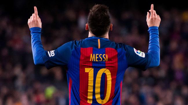 Lionel Messi bir kez daha tarihe geçti!