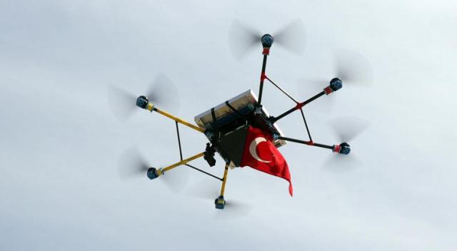 Lise öğrencileri, rüzgâr ve güneş enerjili drone üretti