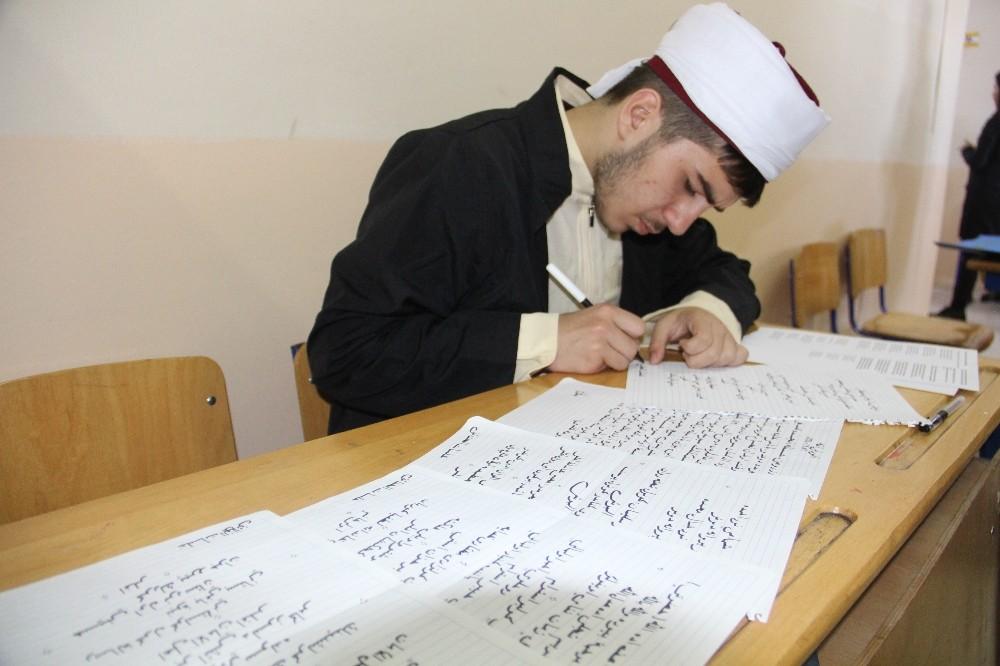 """Lise öğrencilerinden """"İslam Alimleri ve Edebiyatçıları Aramızda"""" etkinliği"""