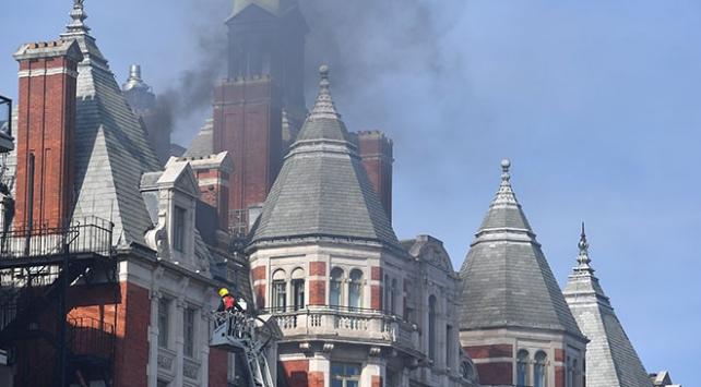 Londra'da 12 katlı otelde yangın