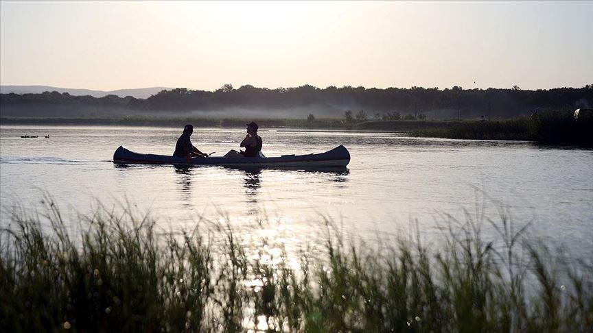 Longoz ormanlarında kano ile doğa turu