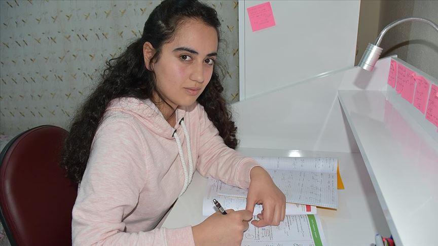 Lösemiyi yenen genç kız hastalara umut oldu