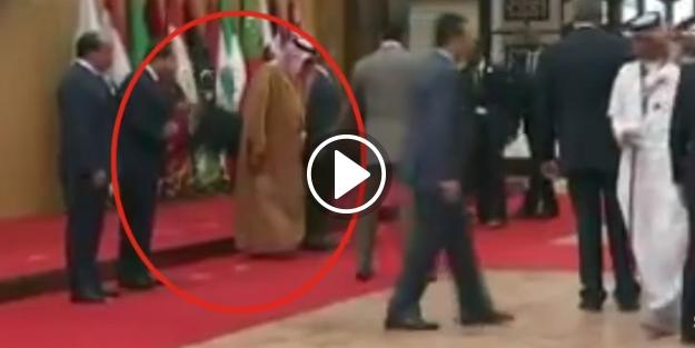 Arap liderler zirvesinde şok! Cumhurbaşkanı yere düştü