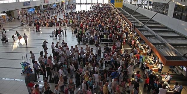 Terör şüphesi ile 156 uçuş iptal edildi