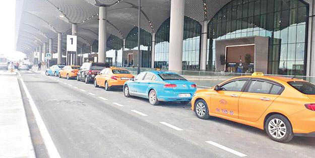 Lüks havaalanında dil bilen taksici yok gibi! Sözler kâğıtta kaldı