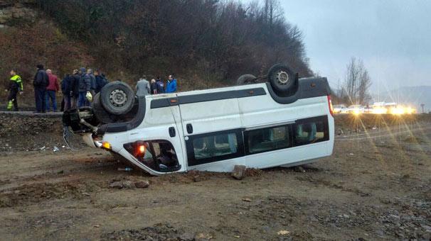 Madencileri taşıyan minibüs takla attı: 12 yaralı