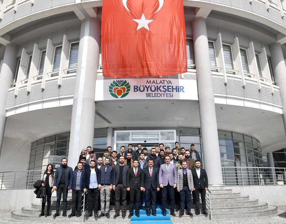 Malatya'a maça gelen taraftarlara Türk Bayrağı dağıtılacak