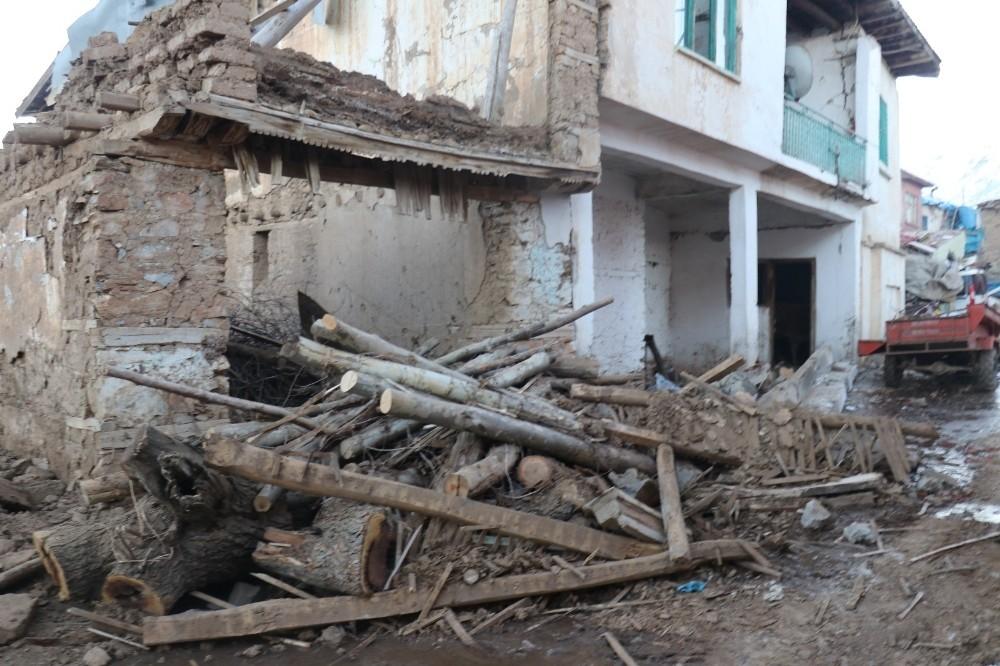 Malatya'da 5 bin 950 deprem çadırı kuruldu
