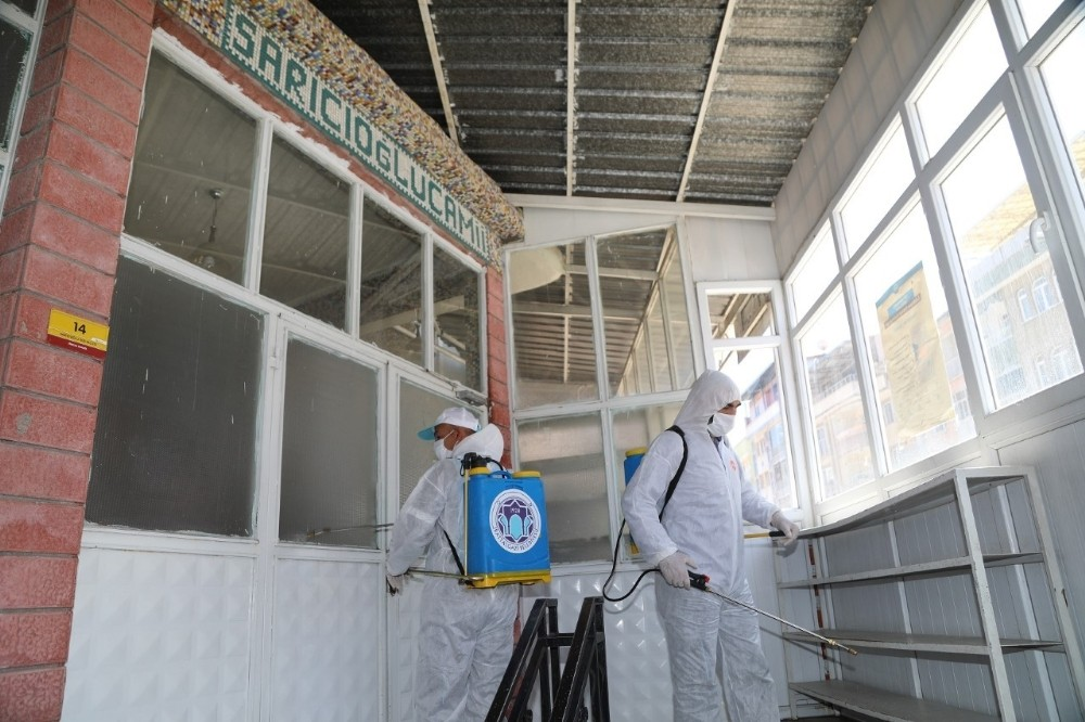 Malatya'da camiler Çuma'ya hazırlanıyor