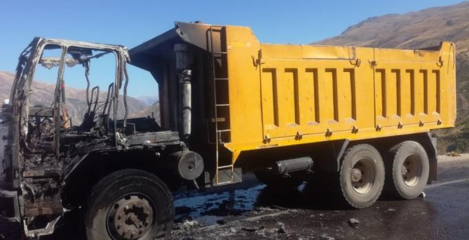Malatya'da hareket halindeki kamyon yandı