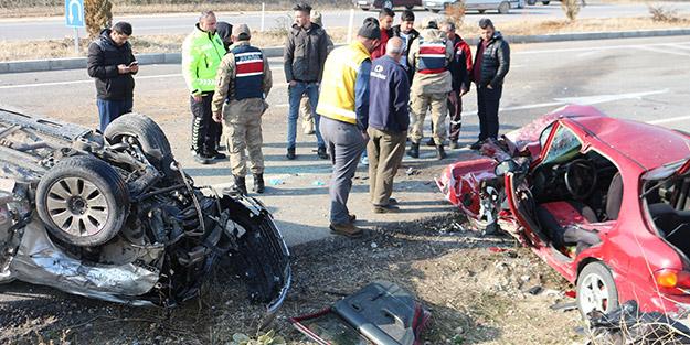 Malatya'da korkunç kaza! Otomobiller kafa kafaya çarpıştı