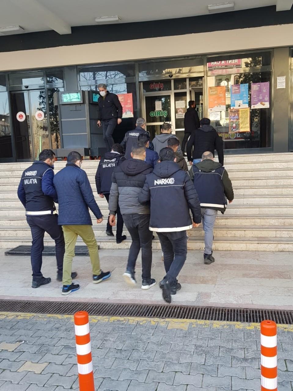 Malatya'daki uyuşturucu operasyonunda yakalanan 13 zanlı tutuklandı
