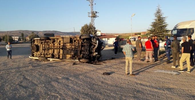 Malatyaspor taraftarını taşıyan minibüs devrildi: 2'si ağır 17 kişi yaralandı