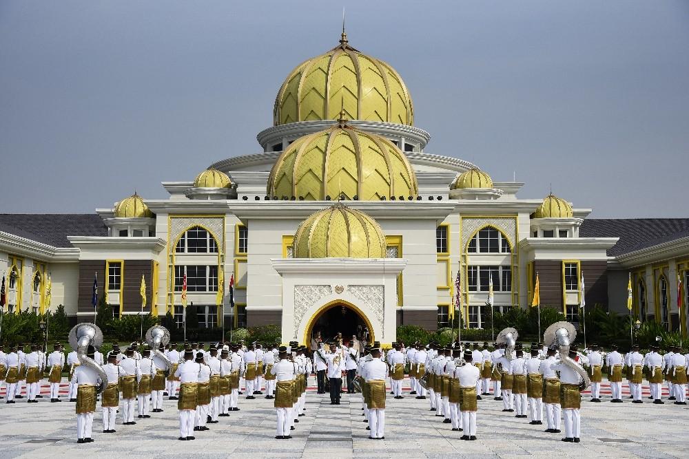 Malezya Sultanı yemin ederek resmen tahta oturdu