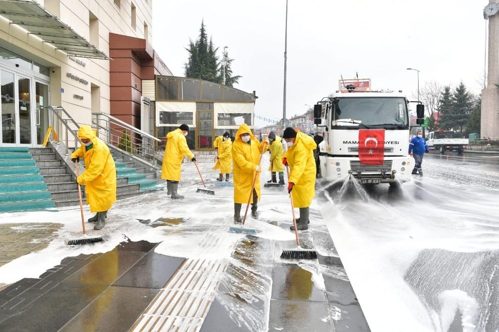 Mamak'ta sokak ve kaldırımlar dezenfekte ediliyor