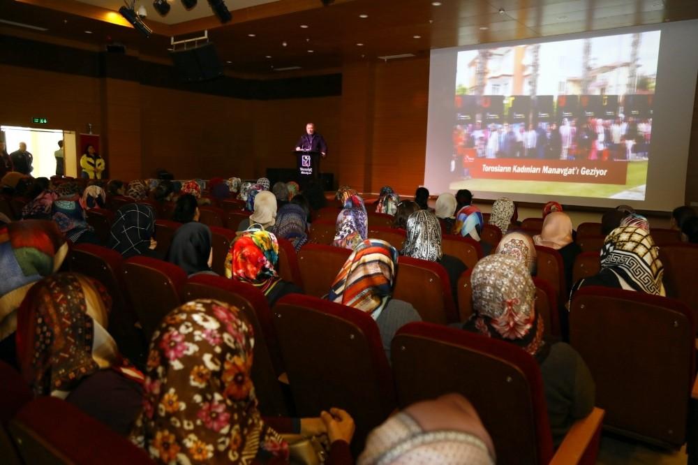 Manavgatlı Bin 500 kadın Antalya'yı gezdi