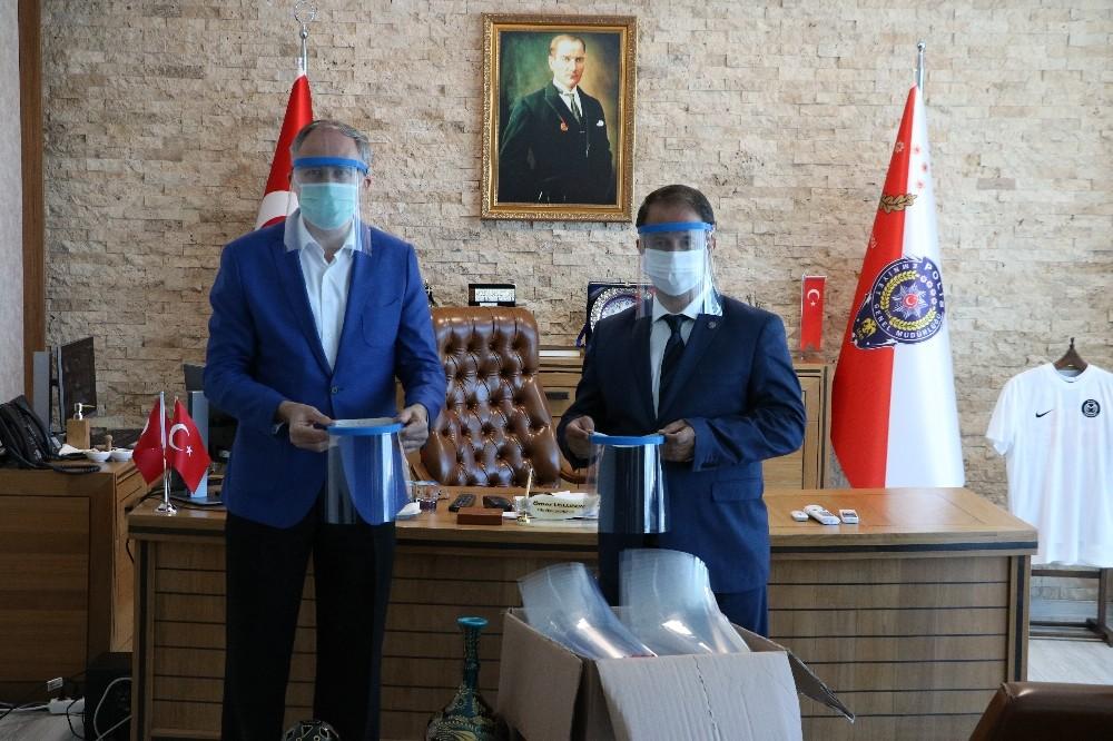 Manisa BİLSEM'den emniyet mensuplarına siperlik maske
