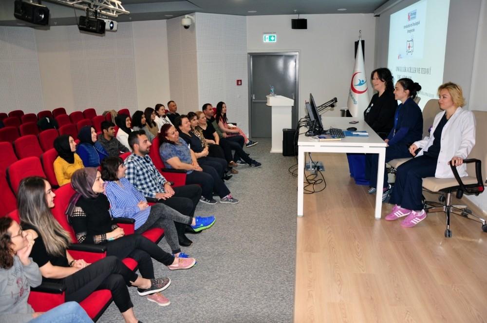 Manisa Şehir Hastanesinde acil bakım hemşireliği eğitimi