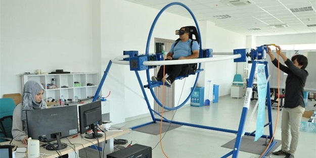 Manisa'da 2 üniversiteli genç uçuş simülatörü geliştirdi