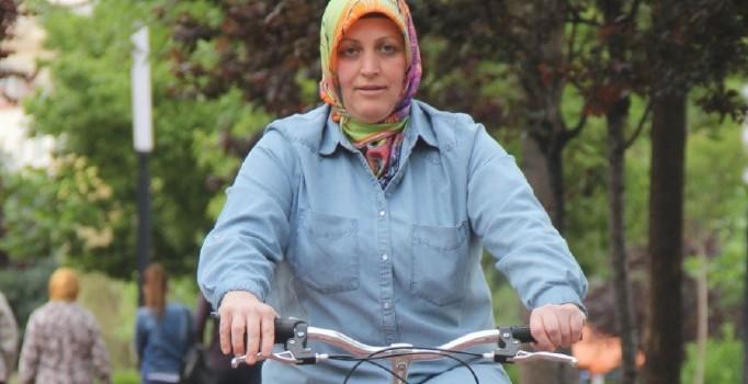 Manisa'da kadınlar istedi bisiklet sürme kursu açıldı
