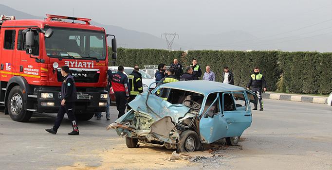 Manisa'da otomobil ile minibüs çarpıştı: 1 ölü, 2 yaralı