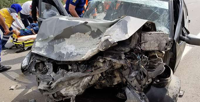 Manisa'da tır ile otomobil çarpıştı: 1 yaralı