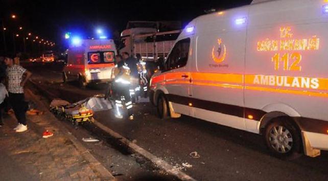 Manisa'da trafik kazası: 2 kişi öldü, 1 kişi yaralandı