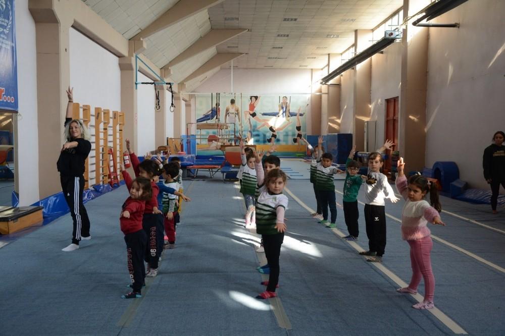 Manisalı çocuklardan cimnastiğe büyük ilgi