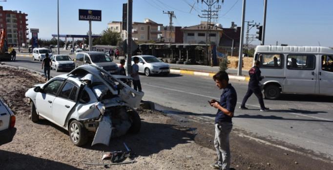 Mardin'de freni boşalan TIR, 2 araca çarptı: 4 yaralı