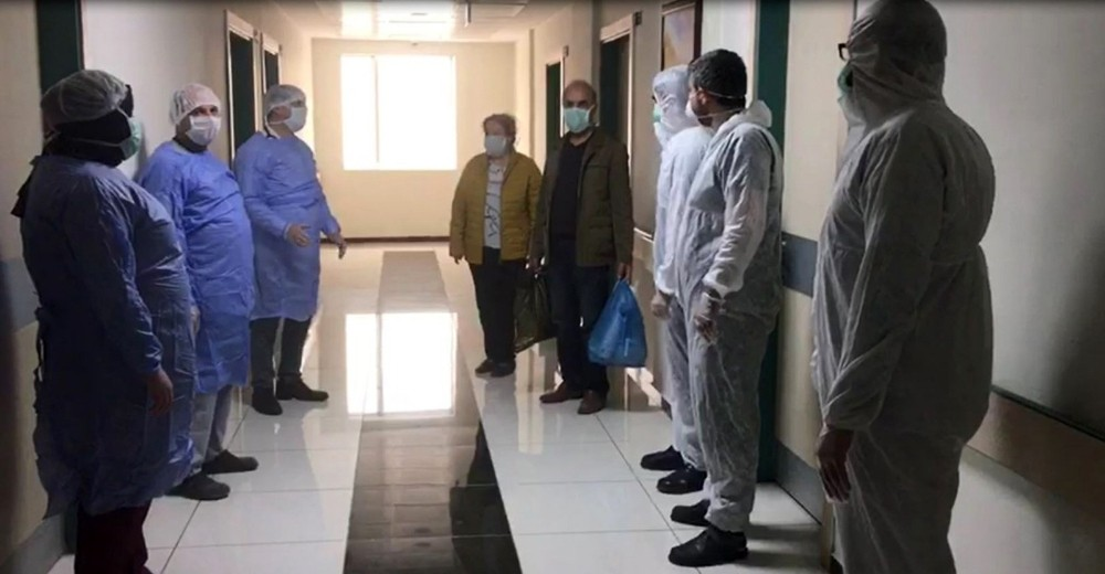 Mardin'de korona virüsü yenen çift, aynı gün taburcu oldu