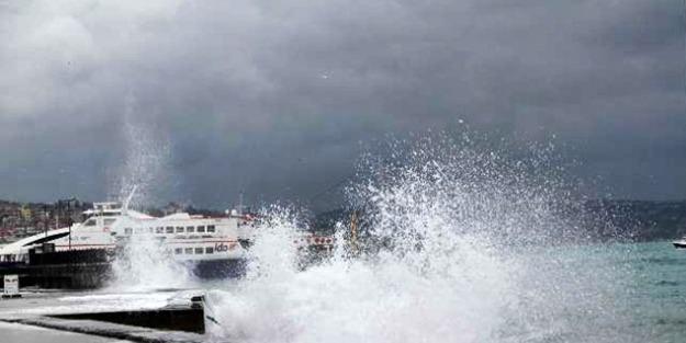 Marmada'da deniz ulaşımına fırtına engeli