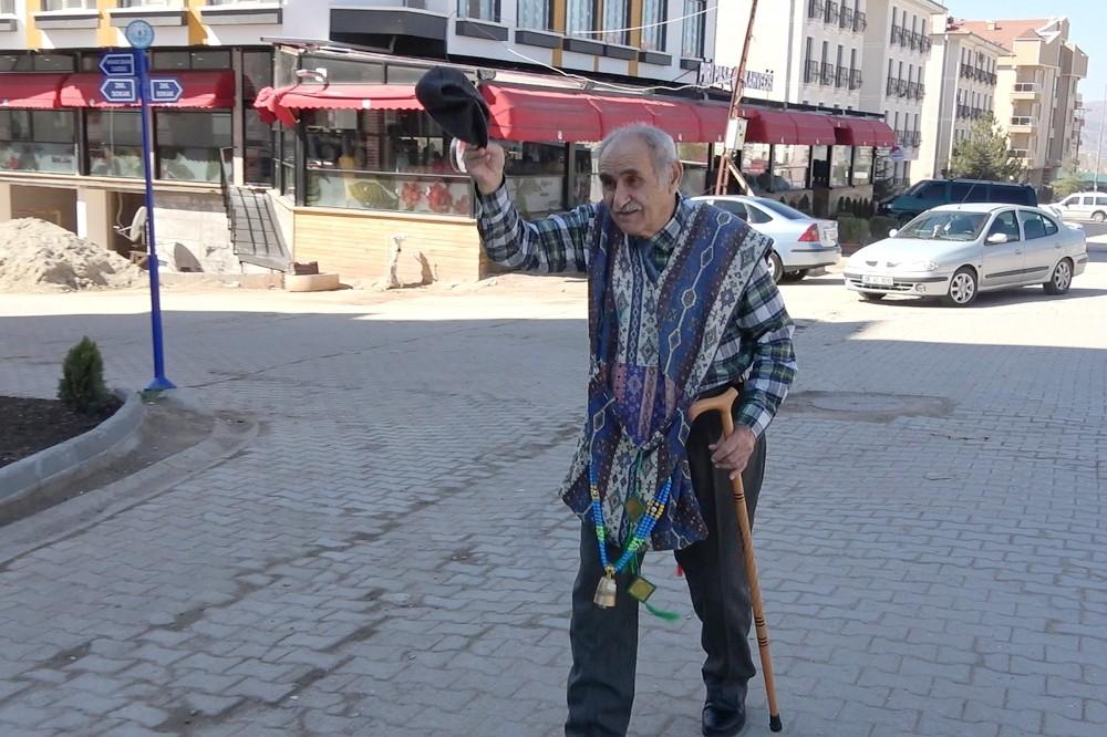 'Masalcı Dede' Anadolu'yu diyar diyar geziyor