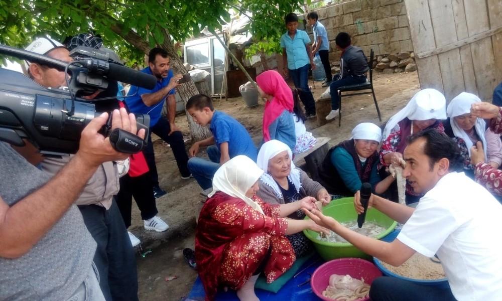 Mavi fularlılar Kırgız mahallesinde