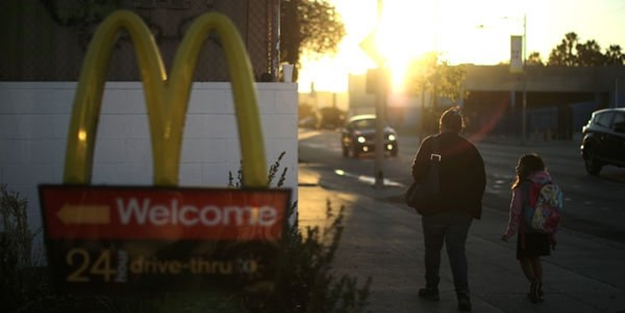 McDonald's'tan başörtüsü özrü