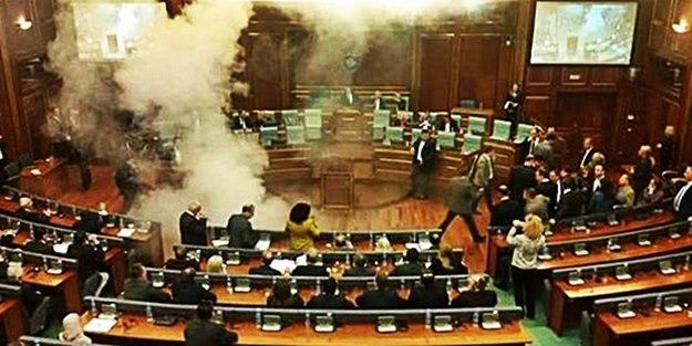 Meclis'te biber gazlı protesto - VİDEO
