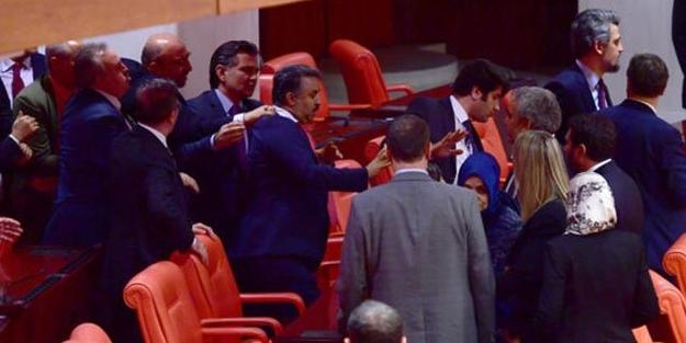 Meclis'te kavga! HDP'liler Mehmetçiğe dil uzattı: 3 vekil yaralı!