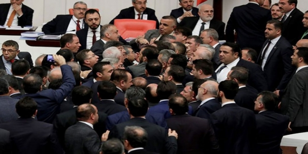 Meclis'te neden kavga çıktı? TBMM'de son dakika kavganın sebebi ne?
