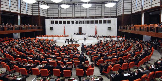 Meclis'te tarihi anlar: Milletvekilleri kararı ayakta alkışladı