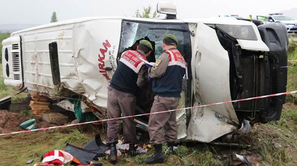 Mehteran takımının taşındığı minibüs devrildi: 1 ölü, 12 yaralı