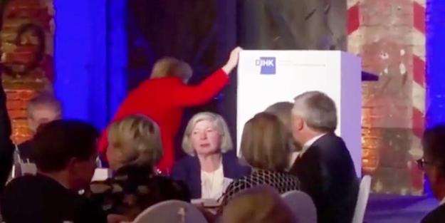 Merkel herkesi korkuttu! Salondakiler şok oldu