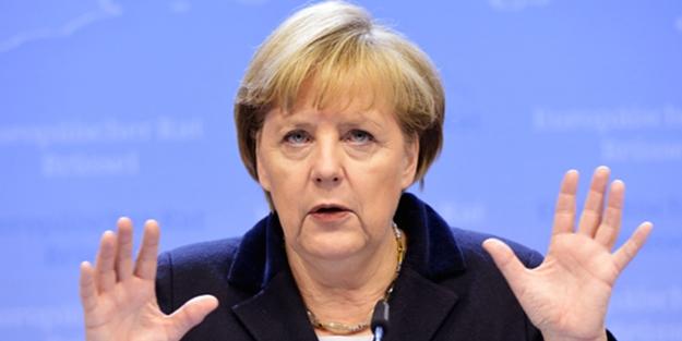 Merkel'in konvoyunda şüpheli araç paniği