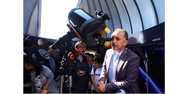 Merkür'ün geçişi Bağcılar'da teleskopla izlendi