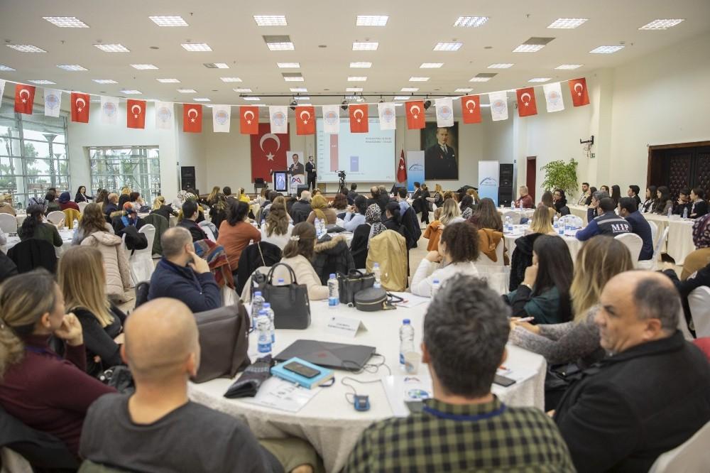 Mersin Büyükşehir Belediyesi, 'Bilinçli İnternet Kullanımı Çalıştayı' düzenledi