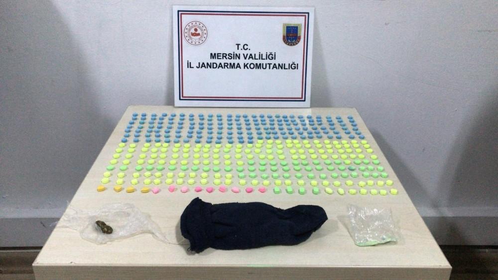 Mersin'de bir otomobilde 400 adet uyuşturucu hap ele geçirildi