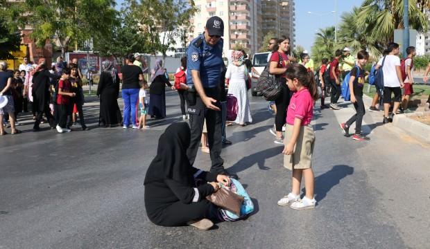 Mersin'de çocukları için yolu trafiğe kapattılar