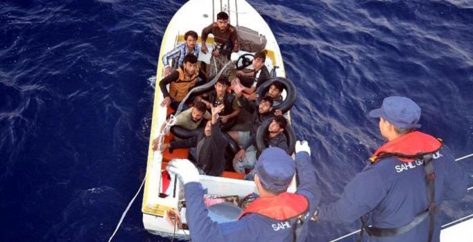 Mersin'de denize açılan düzensiz göçmenler kurtarıldı