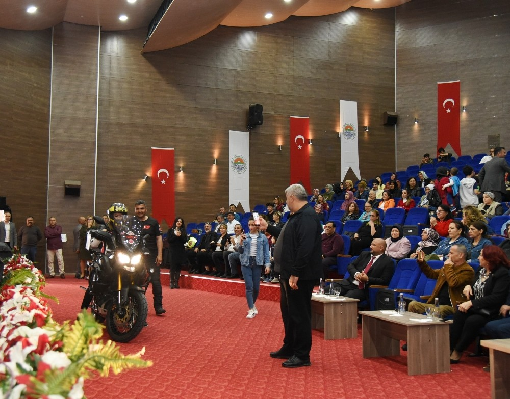 Mersin'de kadınlara 'başarıya giden yol' anlatıldı